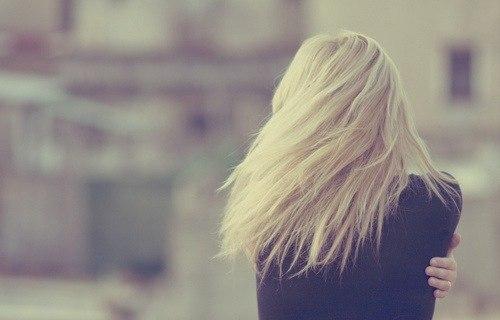 Красивые девушки на аву спиной